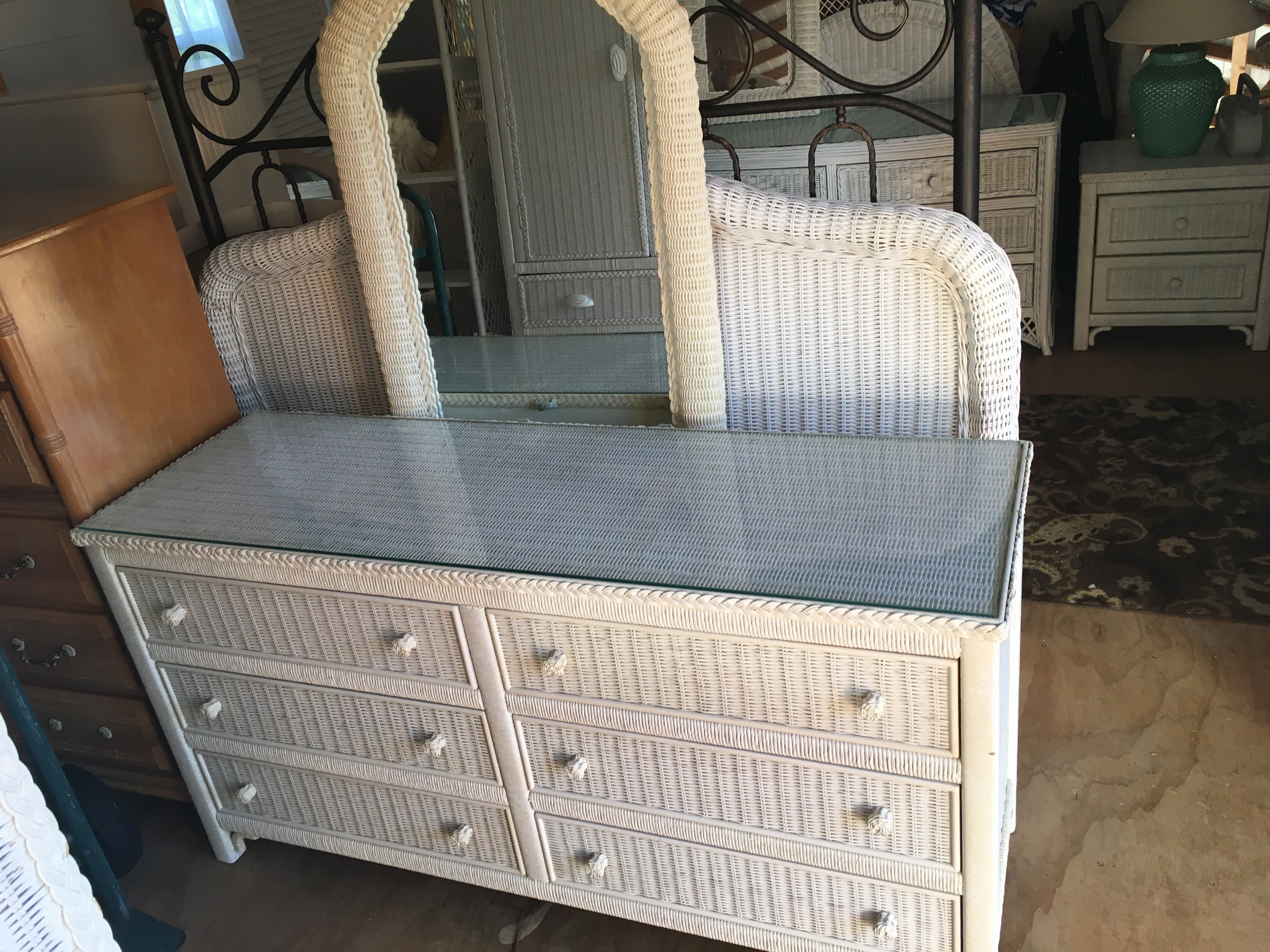 Queen Bedroom Set By Henry Link With Glass Tops White Quality Wicker News Break Classifieds